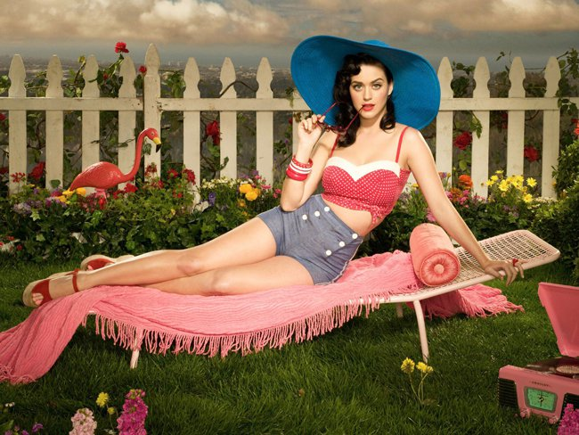 katy-perry-pin-up-thumb-800x600-115920